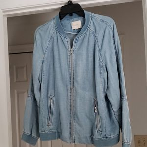Loft zip up jean jacket with pockets.